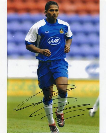 Antonio Valencia, Wigan Athletic & Ecuador, signed 10x8 inch photo.